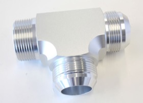 "<strong>Tee with NPT On Run 1-1/4"" to -20AN</strong> <br /> Silver Finish"